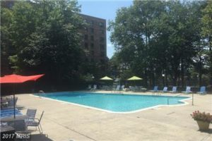 Swmming pool West Spring Condos